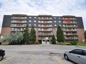65 North Service Rd Mississauga On 2 Bedroom For Rent